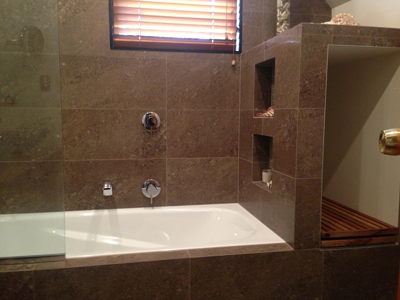 M & M Unsworth Heights Bathroom renovation photo